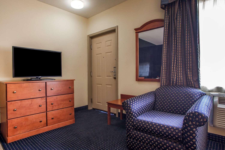 Room - Quality Inn East Windsor