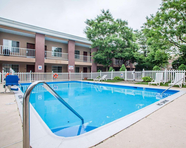 Pool - Clarion Hotel Palmer Inn Princeton