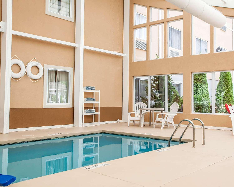 Pool - Comfort Inn Toms River