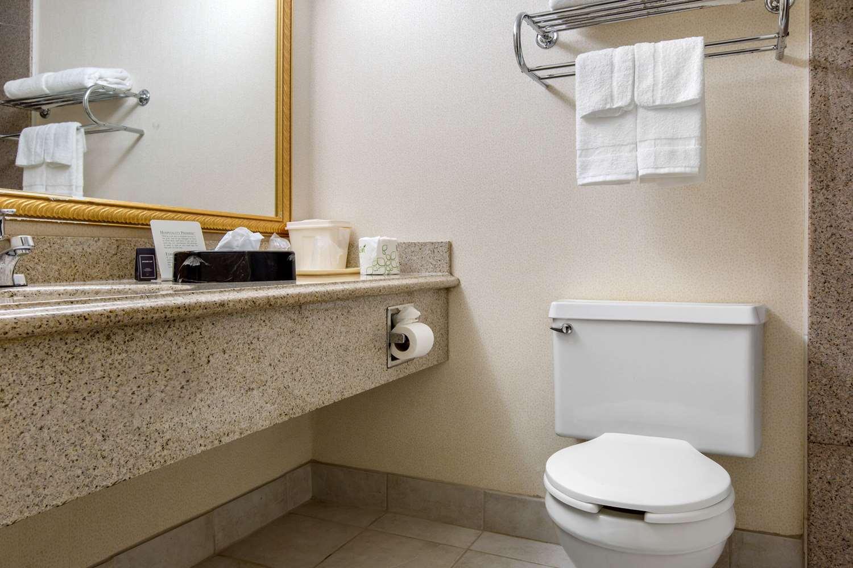 Room - Quality Inn Ledgewood
