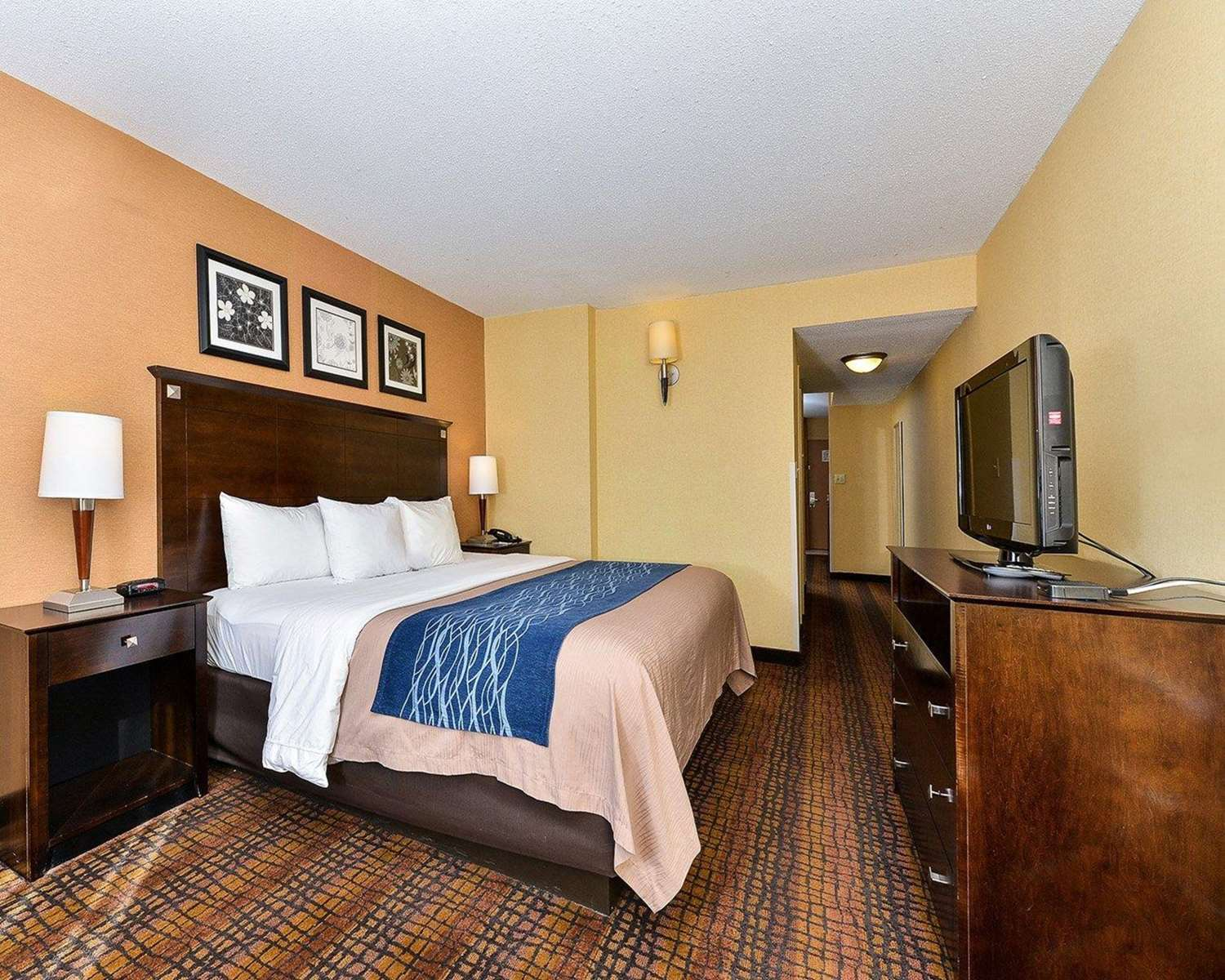 Room - Quality Suites Tinton Falls