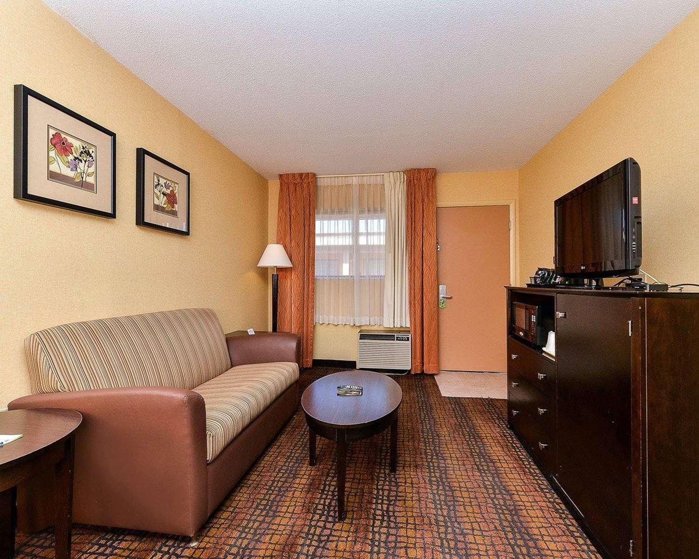 Suite - Quality Suites Tinton Falls