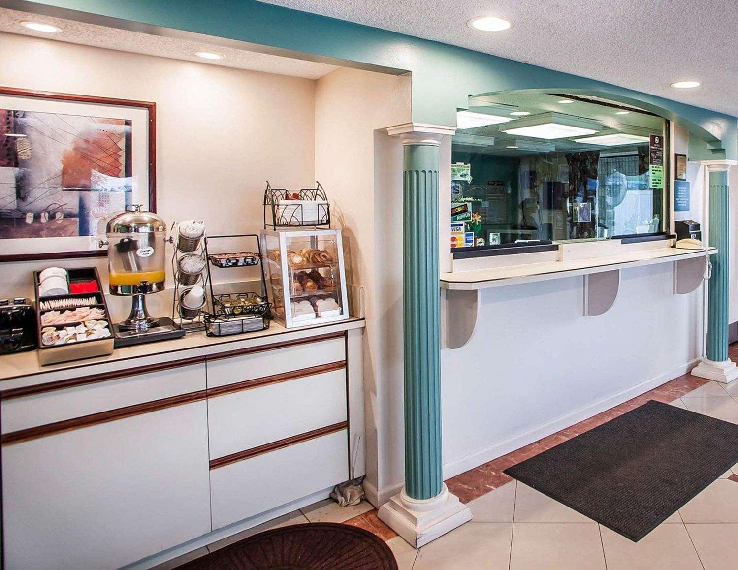 Restaurant - Rodeway Inn Rahway