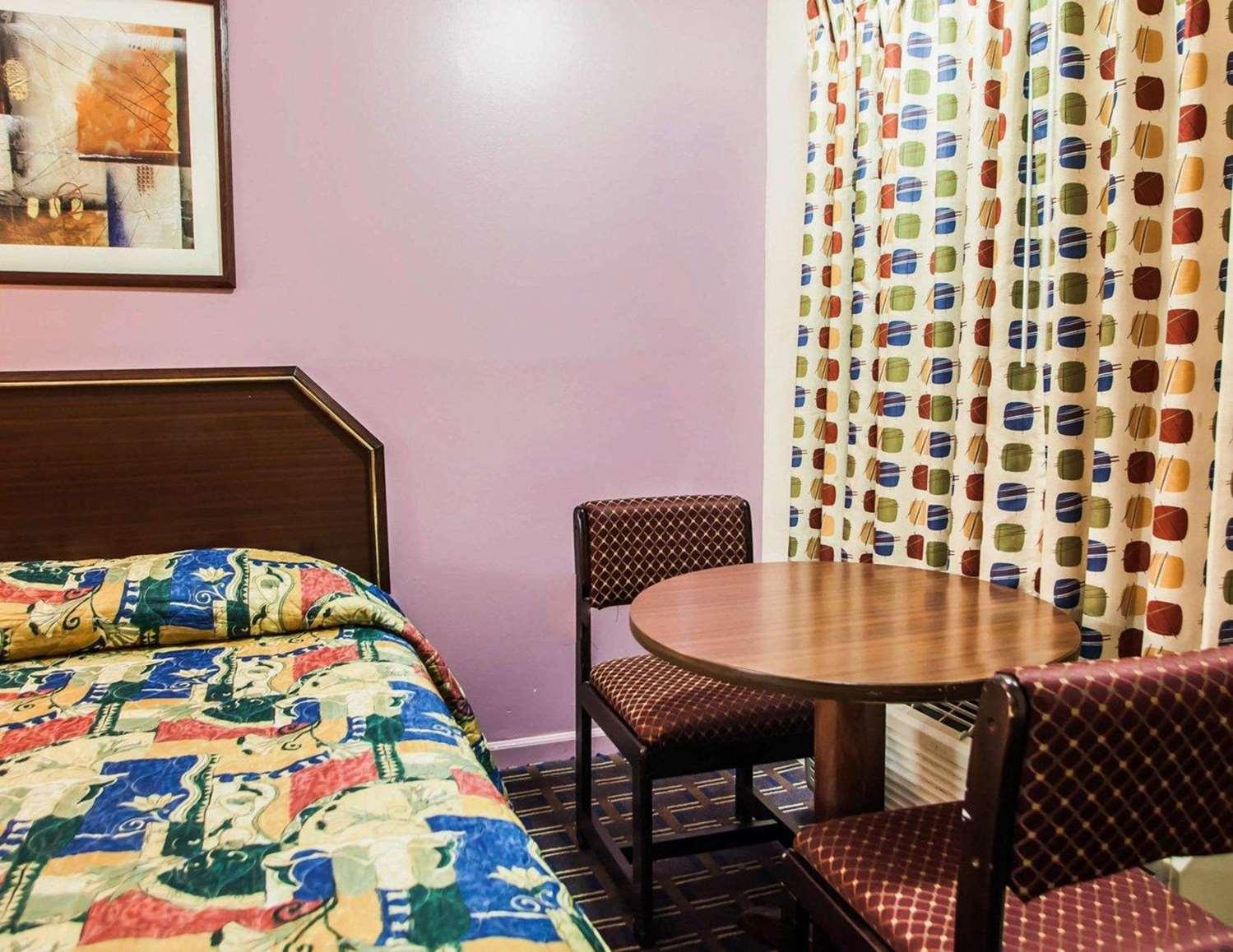Room - Rodeway Inn Rahway