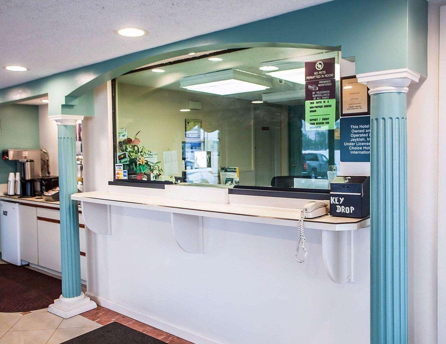 Lobby - Rodeway Inn Rahway