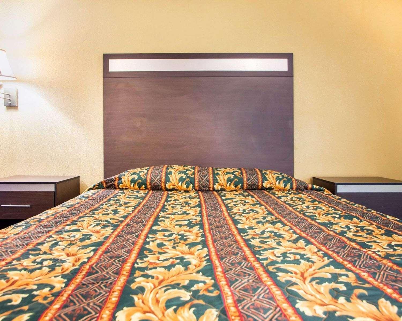 Room - Rodeway Inn Mt Laurel
