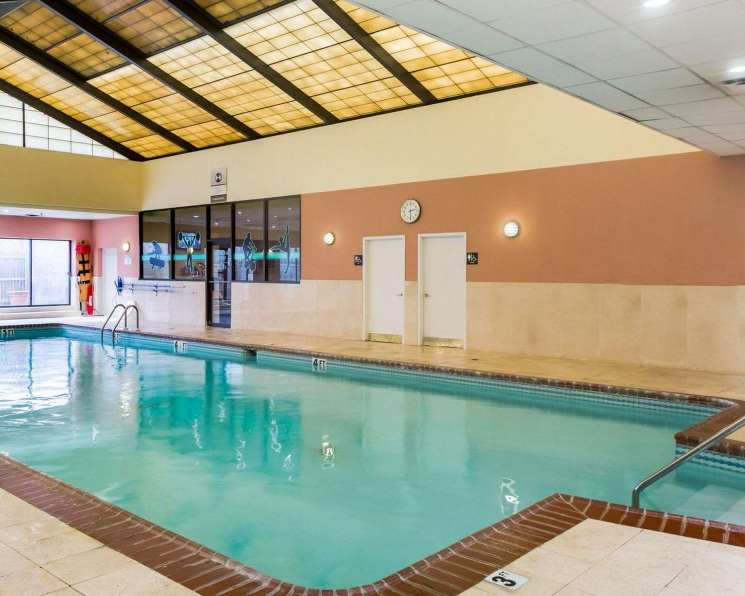 Pool - Clarion Hotel Somerset