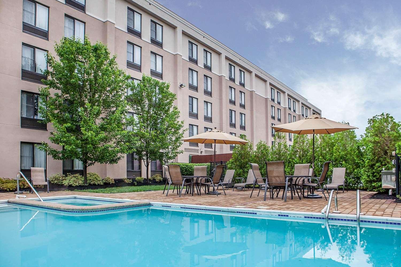 Pool - Comfort Inn & Suites Somerset