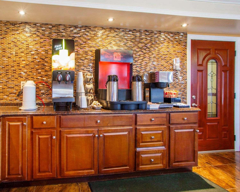Restaurant - Rodeway Inn Secaucus