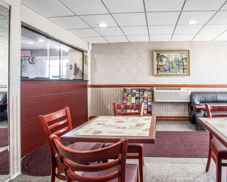 Lobby - Rodeway Inn Jersey City