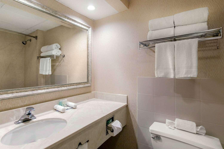 Room - Quality Inn Edison