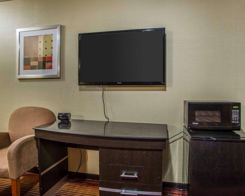 Room - Rodeway Inn Belleville