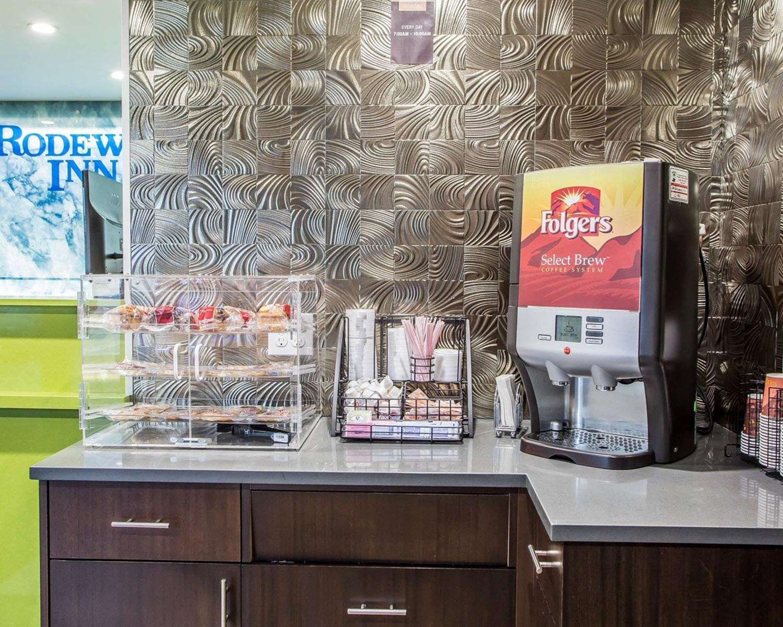 Restaurant - Rodeway Inn Belleville