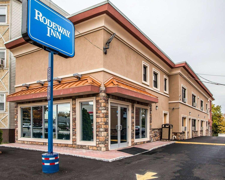 Exterior view - Rodeway Inn Belleville