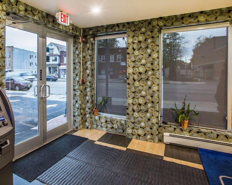 Lobby - Rodeway Inn Belleville