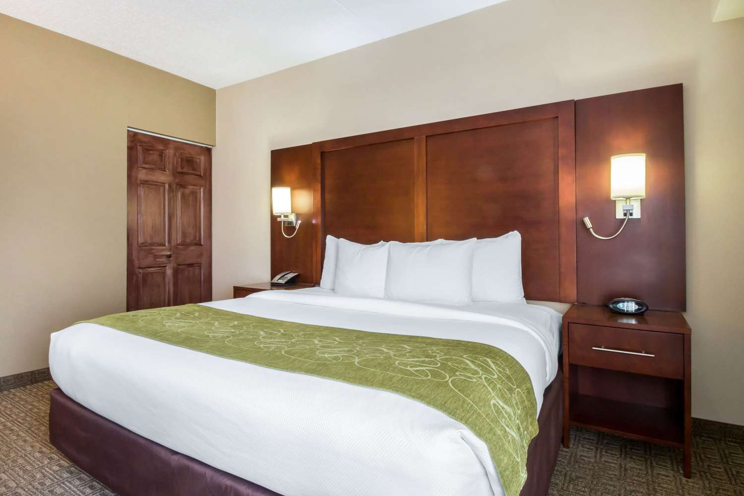 Room - Comfort Suites at Woodbridge Avenel