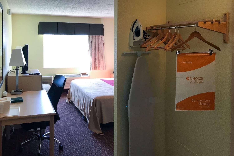 Room - Rodeway Inn Gloucester City