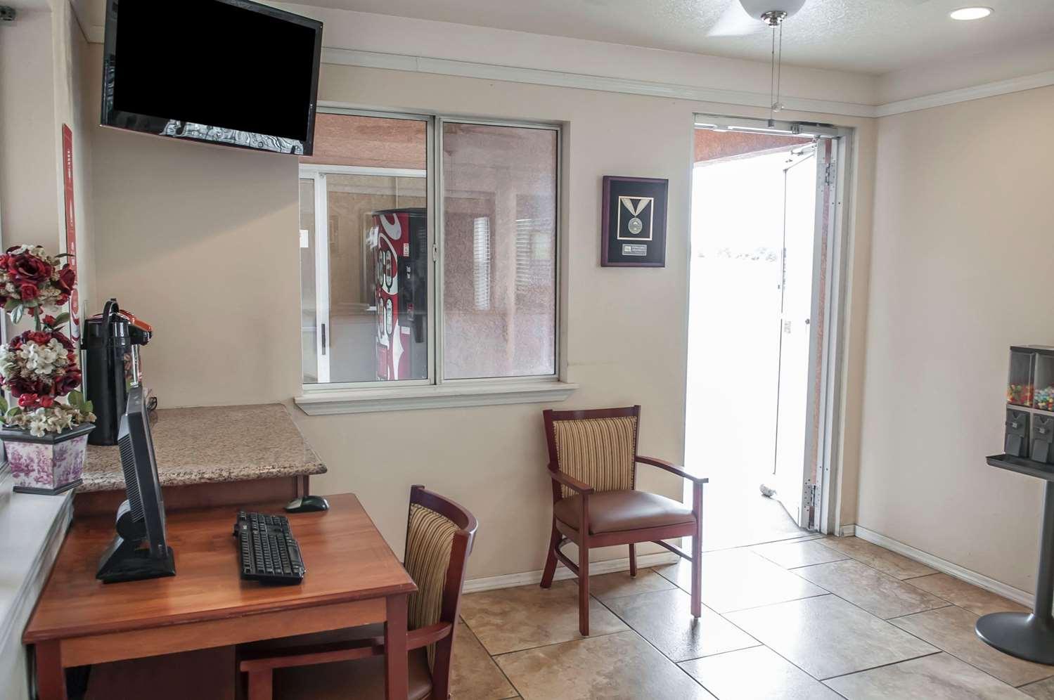 Lobby - Econo Lodge Midtown Albuquerque