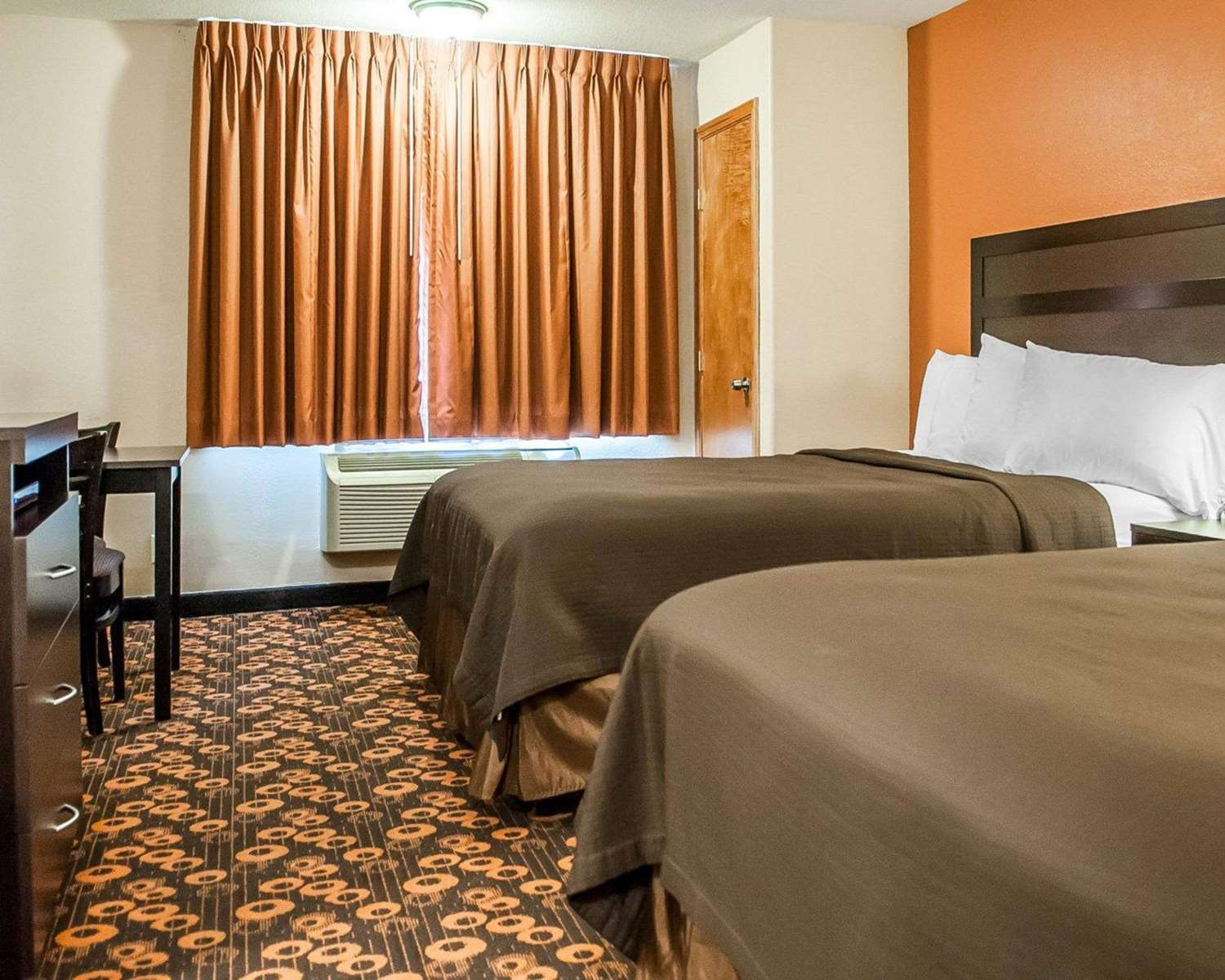 Room - Econo Lodge Inn & Suites Santa Fe