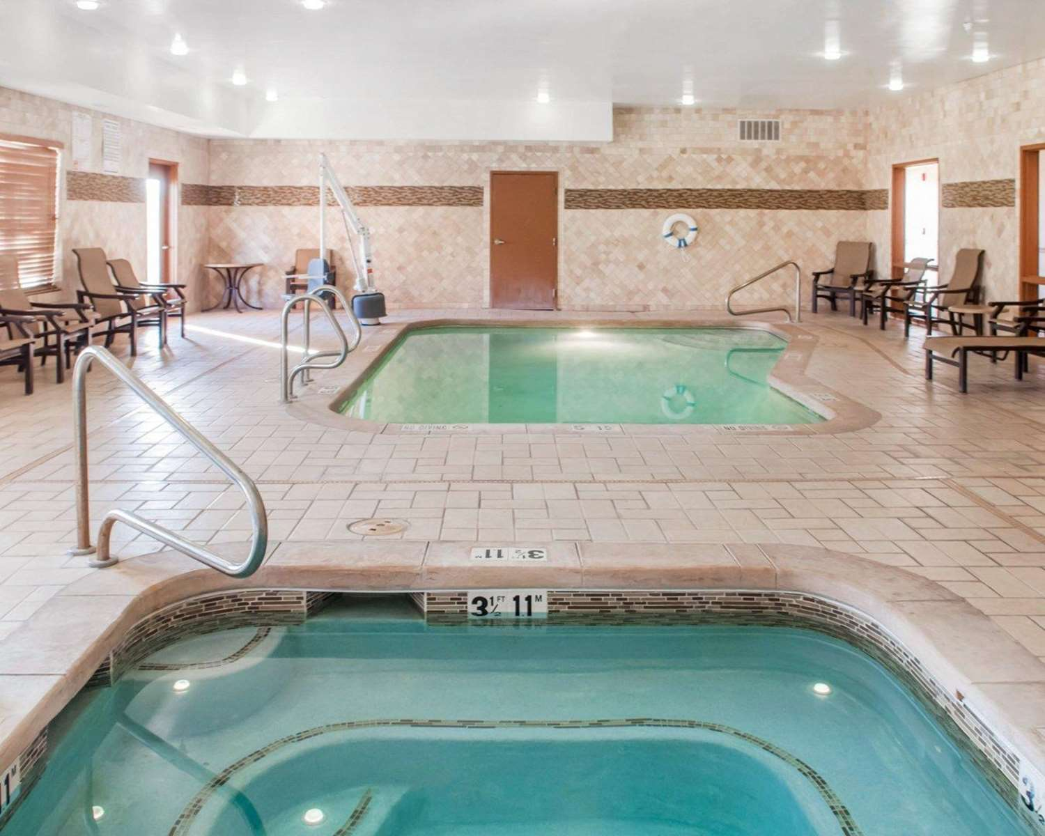Pool - Comfort Suites Roswell