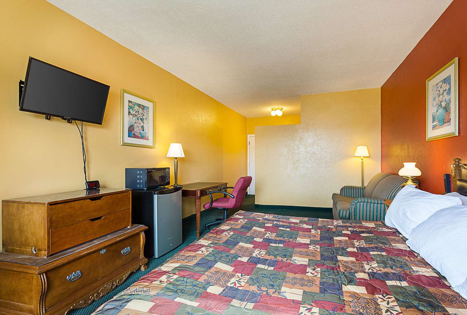rodeway inn roswell nm see discounts. Black Bedroom Furniture Sets. Home Design Ideas