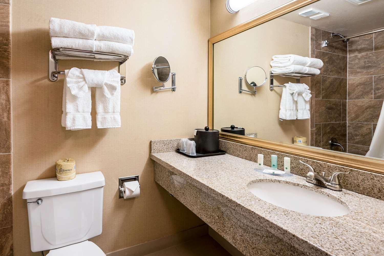 Room - Quality Inn & Suites Reno