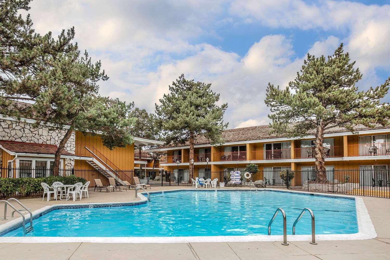 Pool - Econo Lodge Reno