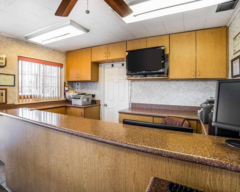 Lobby - Rodeway Inn Elko