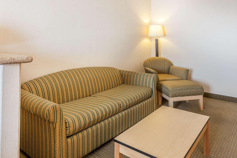 Suite - Comfort Inn Airport Reno