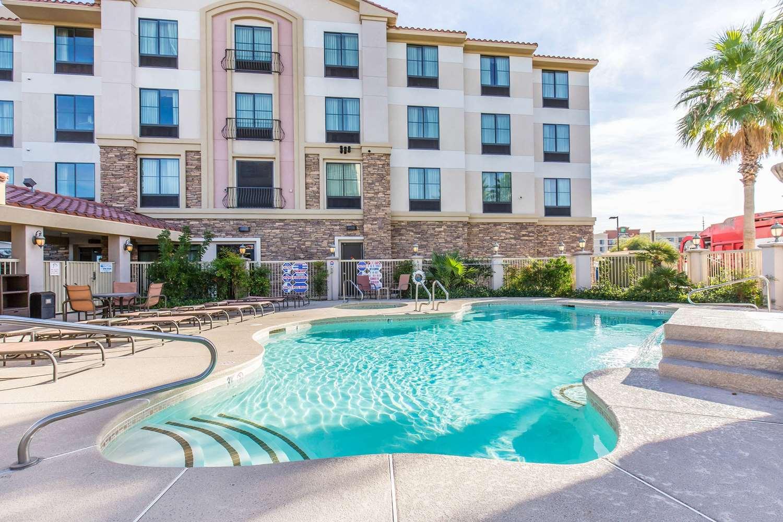 Pool - Comfort Inn & Suites Henderson