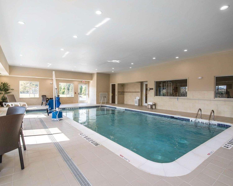 Pool - Comfort Inn Saugerties