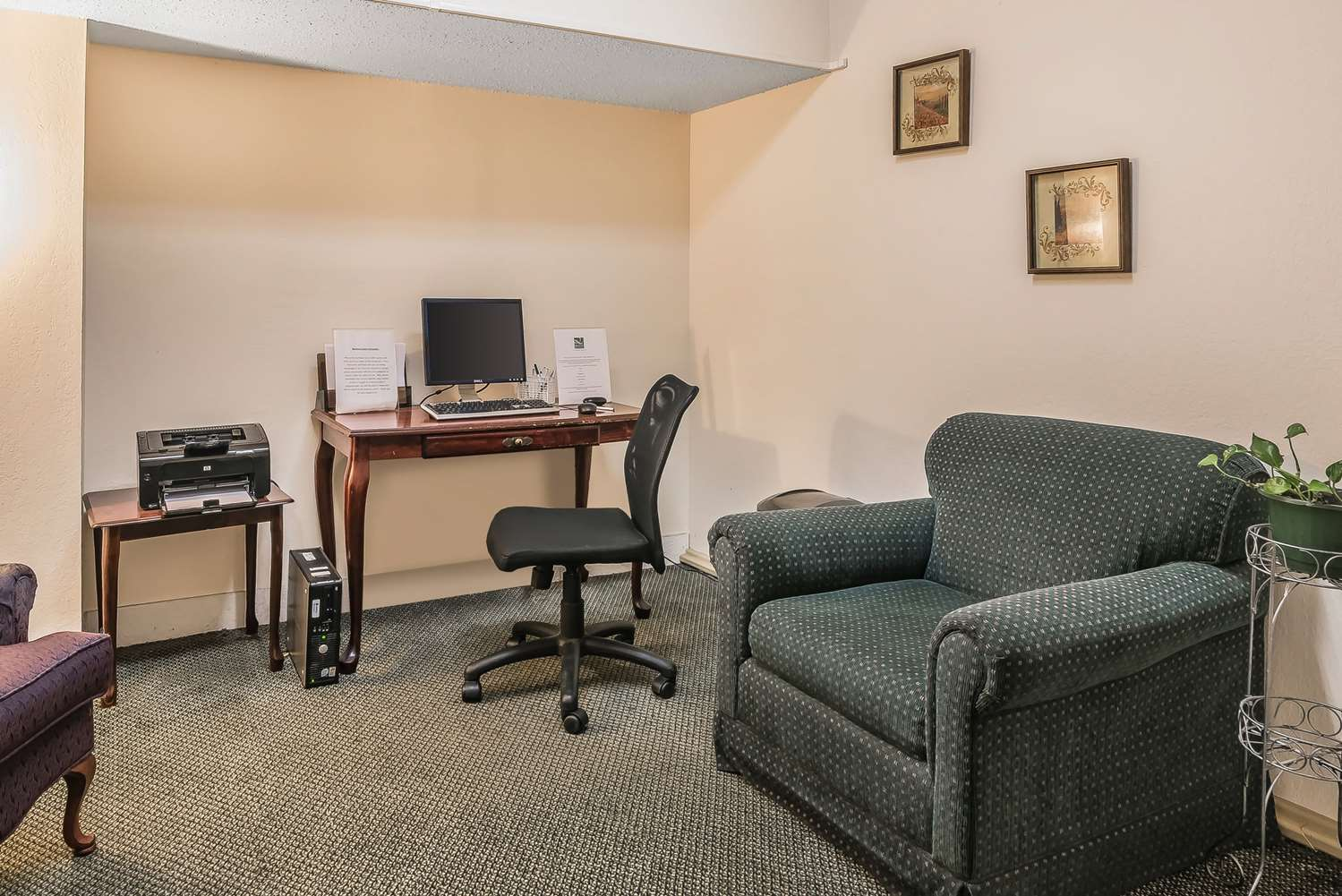 Conference Area - Quality Inn & Suites Albany Airport Latham