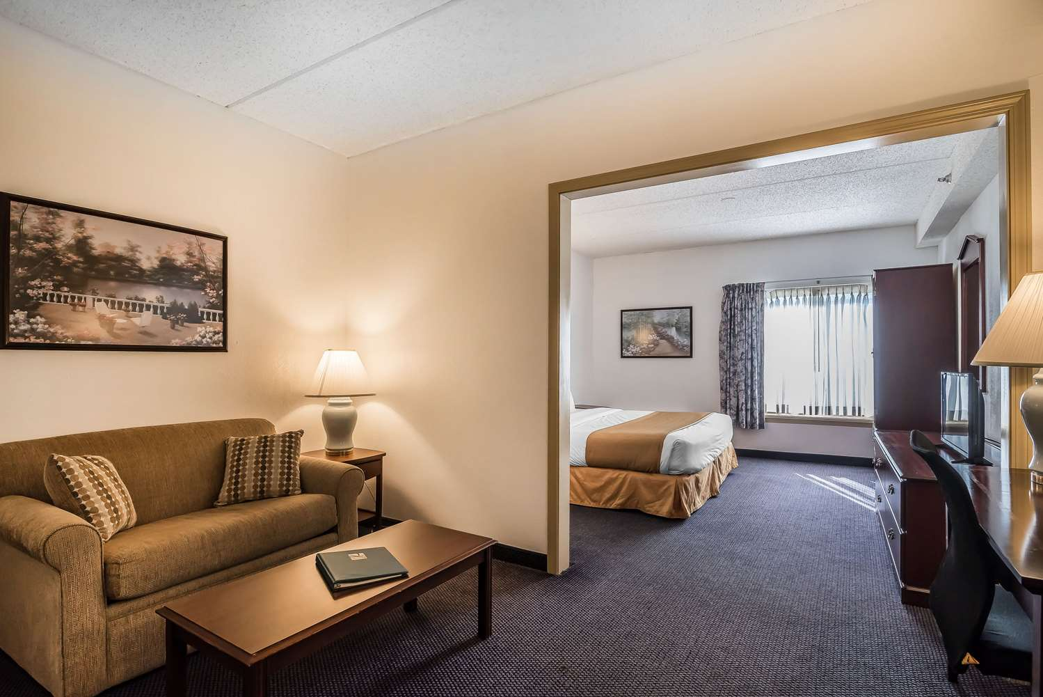 Suite - Quality Inn & Suites Albany Airport Latham