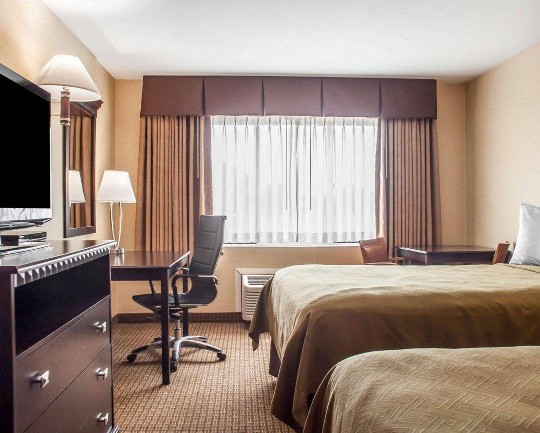 Room - Econo Lodge Elmira