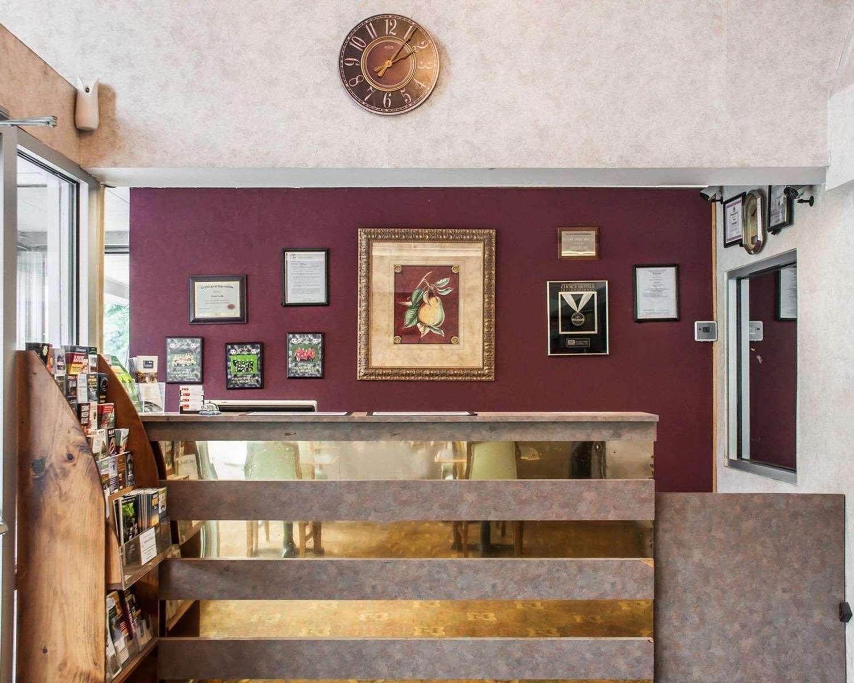 Lobby - Econo Lodge Elmira