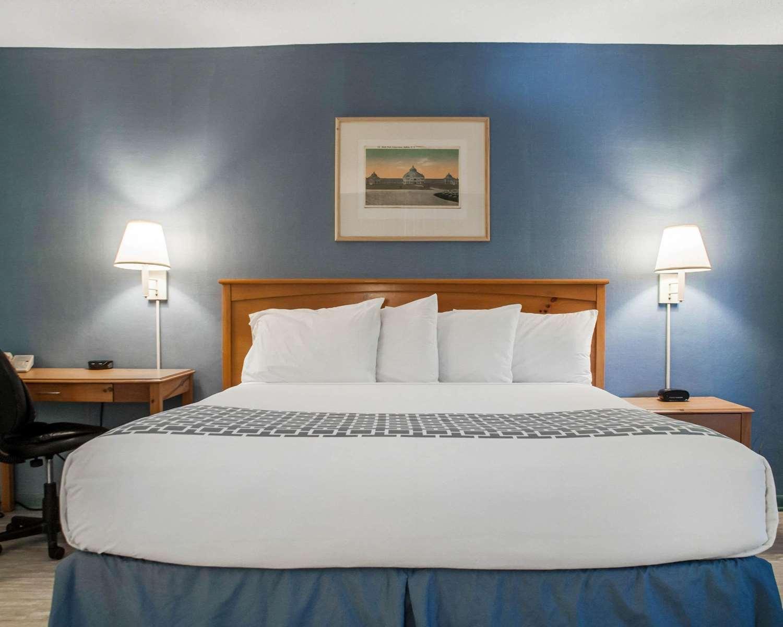 Room - Econo Lodge South Blasdell