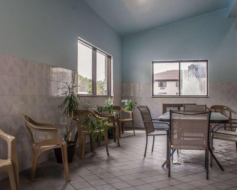 quality inn niagara falls ny see discounts. Black Bedroom Furniture Sets. Home Design Ideas