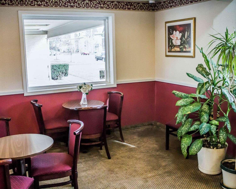 Restaurant - Econo Lodge Cortland