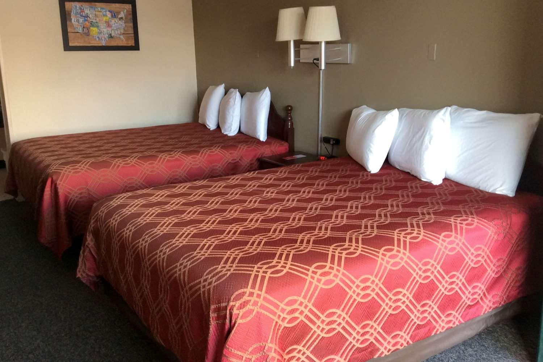 Room - Econo Lodge Cortland
