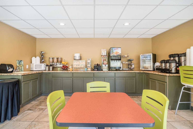 Restaurant - Econo Lodge Inn & Suites Binghamton
