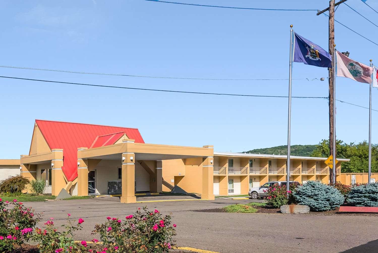 Exterior view - Econo Lodge Inn & Suites Binghamton