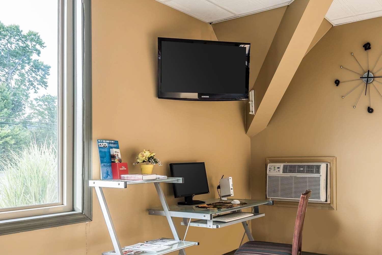 Conference Area - Econo Lodge Inn & Suites Binghamton