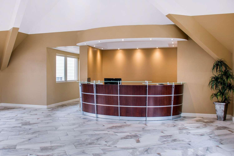 Lobby - Econo Lodge Inn & Suites Binghamton