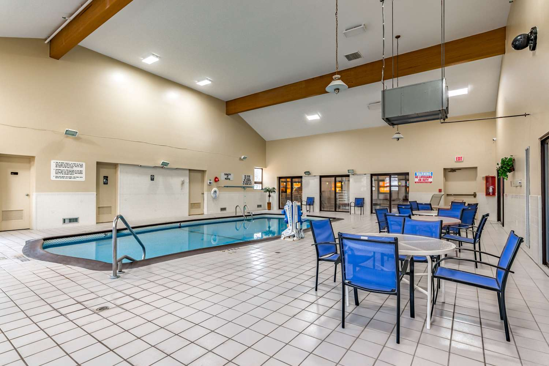 Pool - Quality Inn Schenectady