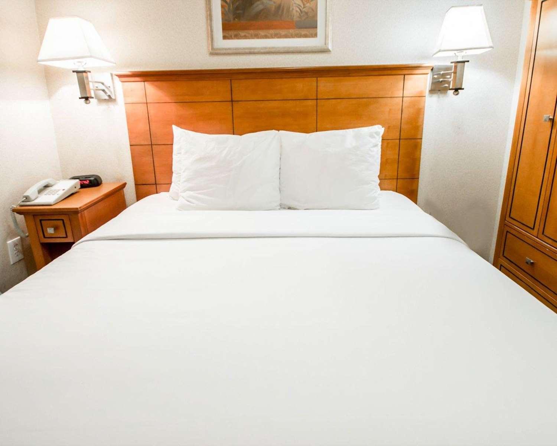 Room - Econo Lodge Times Square New York