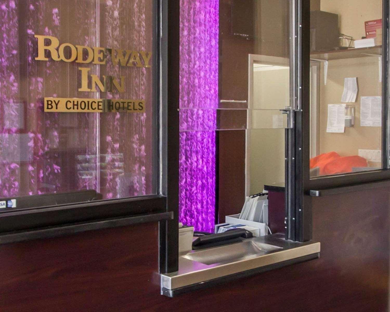 Lobby - Rodeway Inn Bronx Zoo