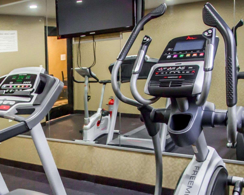Fitness/ Exercise Room - Rodeway Inn Bronx Zoo