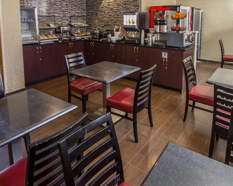 Restaurant - Rodeway Inn Bronx Zoo