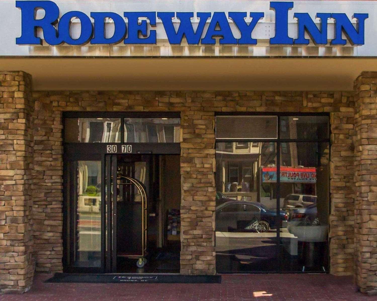 Exterior view - Rodeway Inn Bronx Zoo