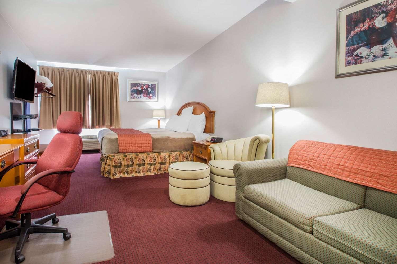 Suite - Rodeway Inn & Suites New Paltz